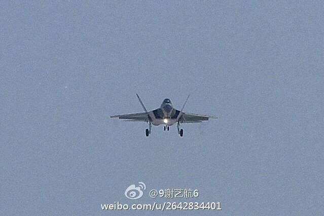国产四代隐身战机重大改进型鹘鹰2.0首飞成功