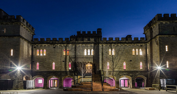 英老板斥巨资翻新城堡 只为给员工最好办公环境