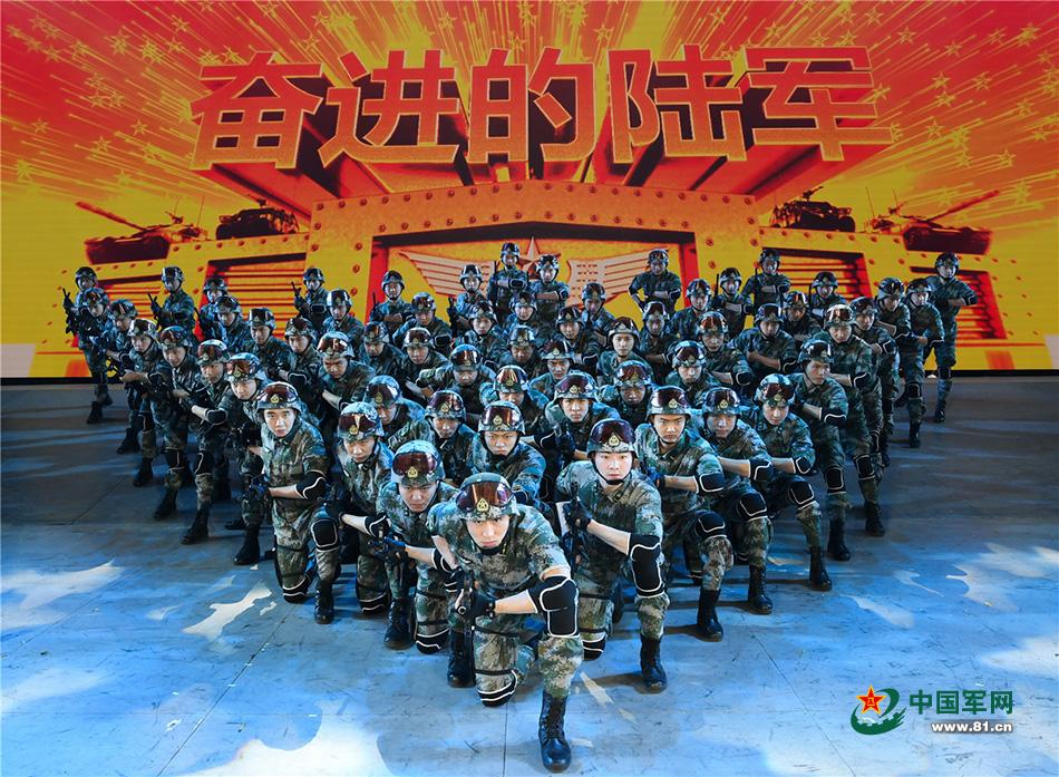 """""""奋进的陆军""""文艺晚会在京举行"""
