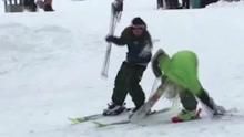 醉汉在滑雪场糗样百出 损友还不忘恶整一把