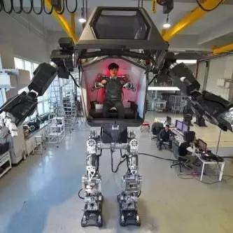 炫酷 | 变形金刚来了!世界第一台巨型载人双足机器人问世