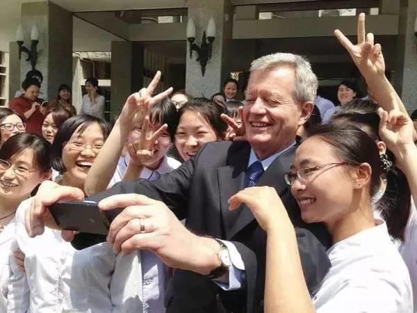 美国驻华大使党报发文,是向谁喊话?