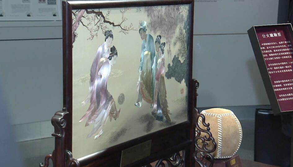 """习近平介绍中国古代""""足球"""""""