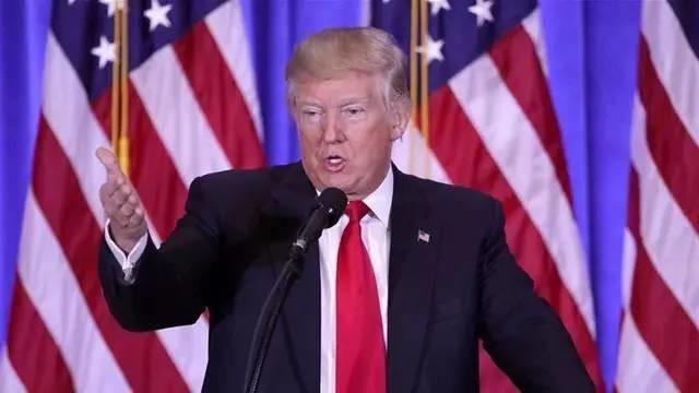 """特朗普首场发布会怒怼CNN记者 否认俄罗斯掌握其""""把柄"""""""
