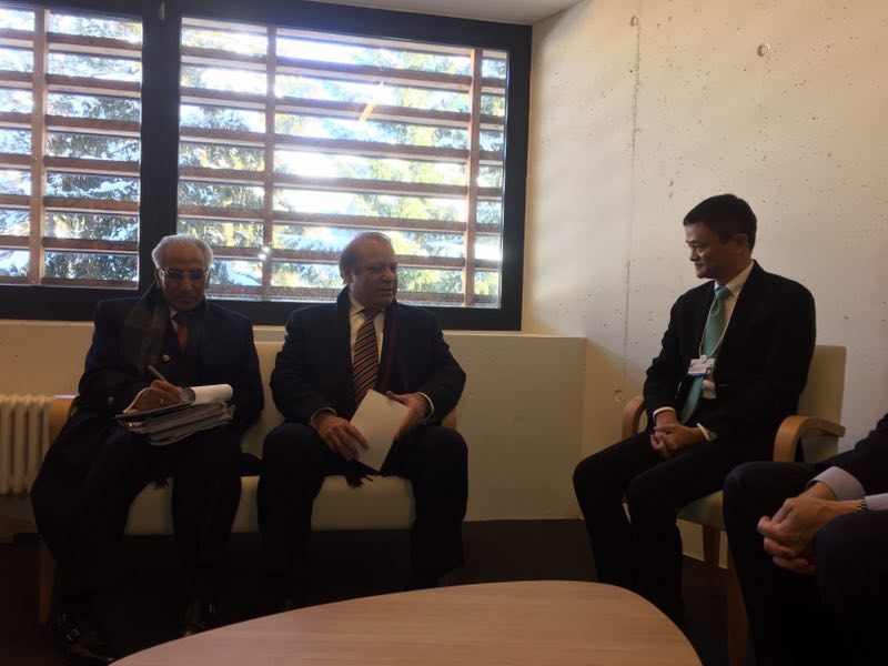 达沃斯上的全球贸易推销员 马云连见多国总理