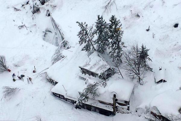 意大利地震引发雪崩 度假酒店被埋已致30人遇难