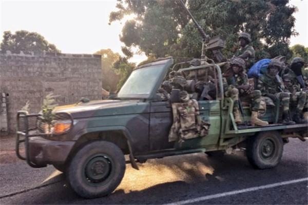 战斗打响!冈比亚败选总统拒下台 西非部队发动攻击