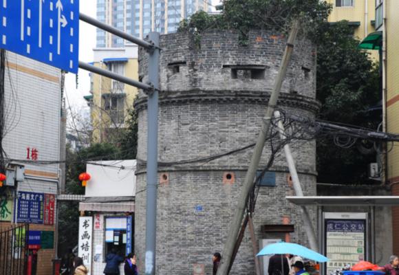 成都一百年碉堡藏身闹市中