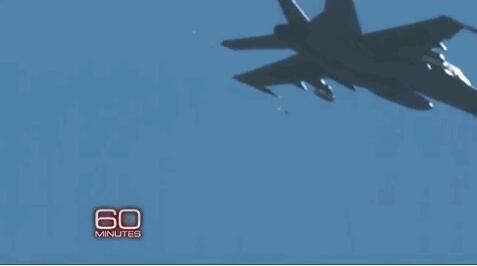 """美军试验无人机""""蜂群"""" 中国新系统具抗衡实力"""