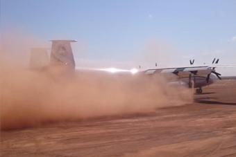 最大螺旋桨飞机起降沙土跑道