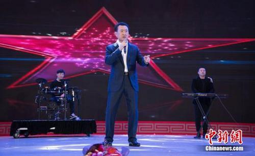 欧洲品牌专家点赞王健林年会跨界嗨歌