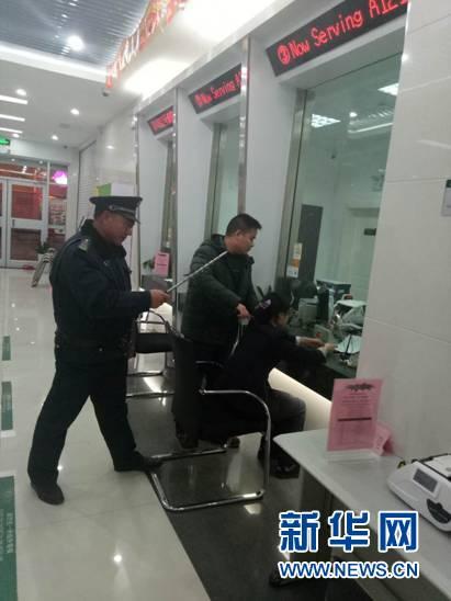 邮储银行灌南中西路支行组织防暴力抢劫应急预案演练