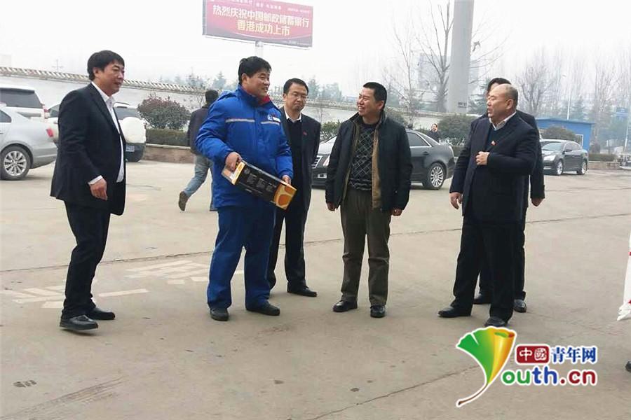 中石化河南分公司领导下基层慰问员工