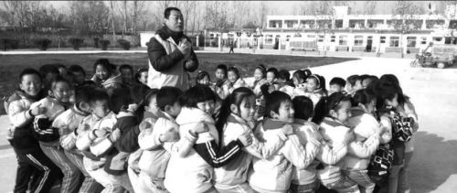 聊城苏金生10年间带领志愿者资助600余名贫困生