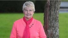 《扒神嗨评》72岁老妇吃树皮58年治好绝症