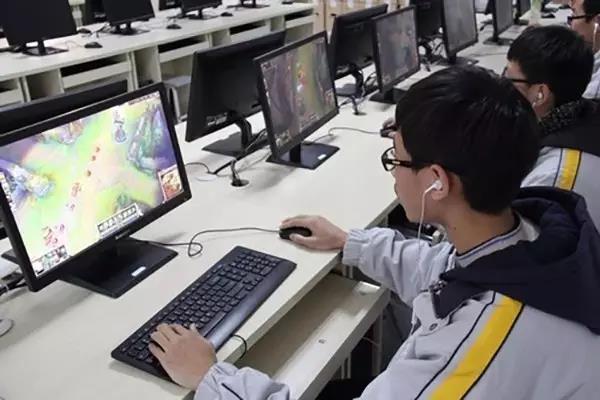 电子竞技列入本科专业 打游戏也能科班出身?