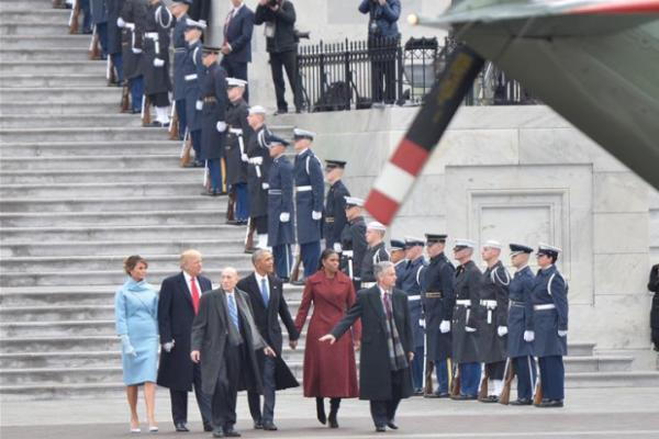 特朗普送前任总统奥巴马离开