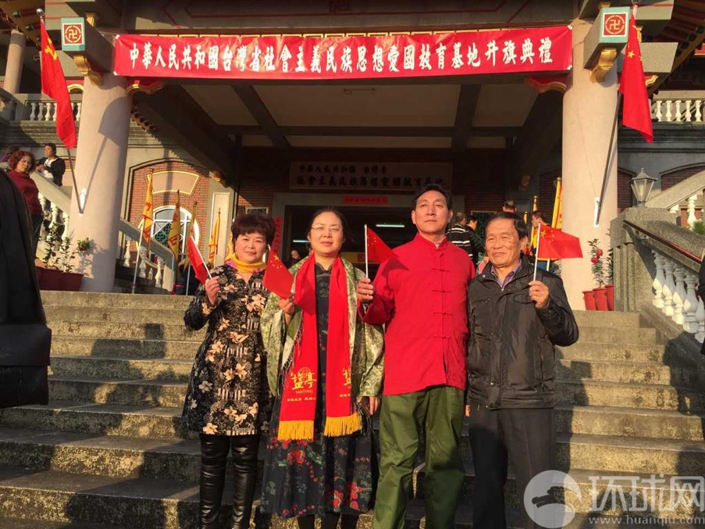 魏明仁在明升m88.com升五星红旗后 再升中国共产党党旗