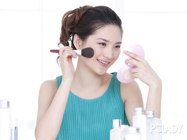 化妆刷竟然导致瘫痪  我该如何清洗它?