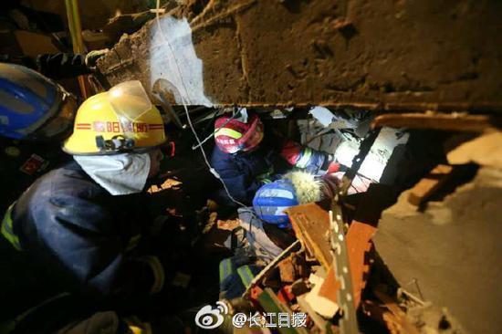 湖北南漳山体滑坡事故被困14人已解救5人