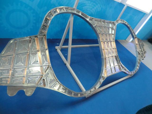 鹘鹰2.0首飞成功 3D打印钛合金承力构件作用重大