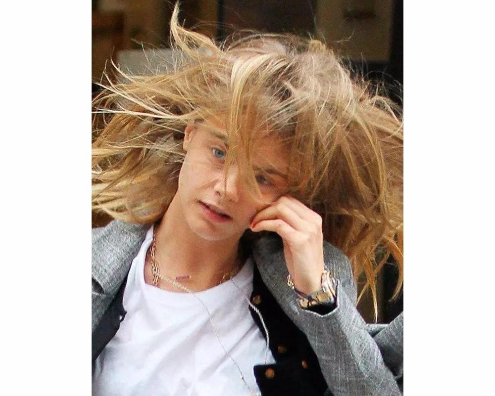 ▼谁都难逃静电烦恼   冬天头发起静电是个普适性问题,连明星大咖图片