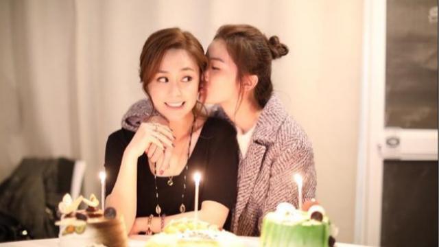 16年情同姐妹!阿娇庆36岁生日 阿Sa甜蜜献吻