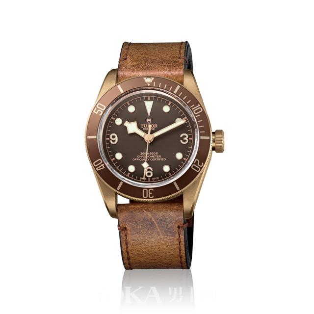 越戴越有味道 没有故事的男人hold不住青铜腕表