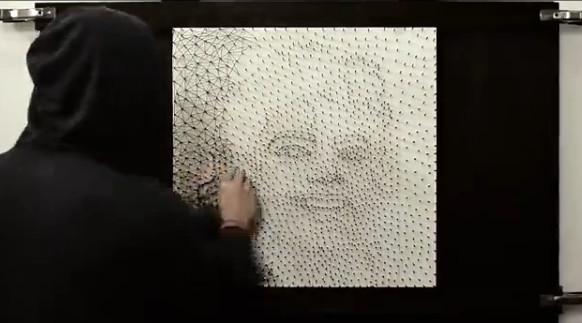 21岁小伙用1.5万颗钉子创作MJ肖像:逼真令人惊叹