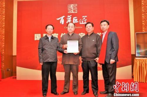 """华媒:张艺谋莫言携手向世界推介中国""""百年巨匠"""""""