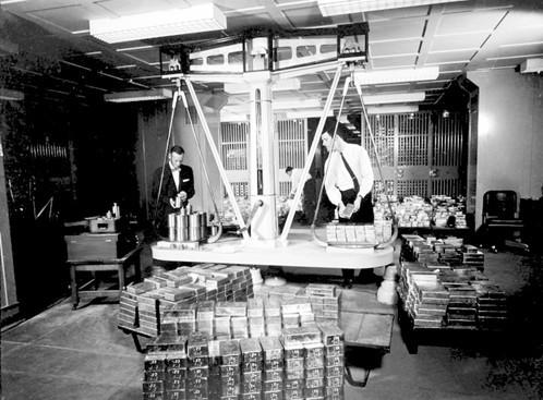 揭秘:冷战期间西德为何向美英转移千吨黄金?