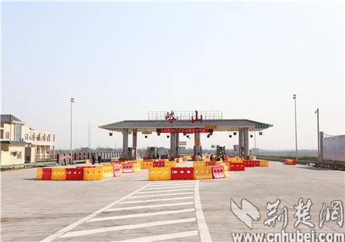 """襄州峪山镇打造城乡""""半小时""""交通圈"""