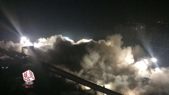 武汉19栋楼10秒内被放倒 系最大建筑群爆破规模 拆那太太浪费了 - yuhongbo555888 - yuhongbo555888的博客