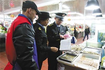 北京3家汉丽轩加盟店食材疑似掺假