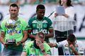巴西空难足球队参加慈善比赛 幸存守门员哭泣