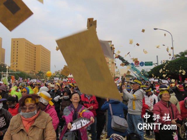 """不满改革方案 台民众举白灯笼为蔡当局""""送终"""""""