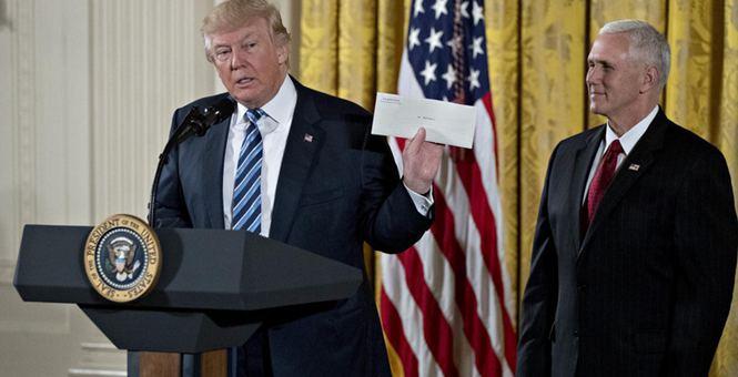 美总统特朗普出席白宫高层人员入职仪式