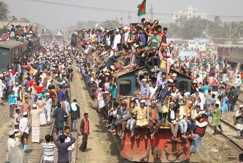 """孟加拉穆斯林结束集会""""挂""""火车离开"""