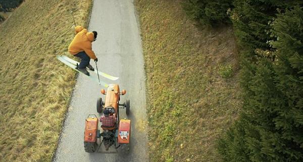 法滑雪运动员为拍广告展现惊人技能