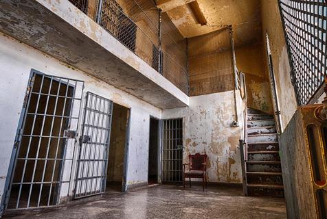 加拿大百年监狱残迹照片震慑人心