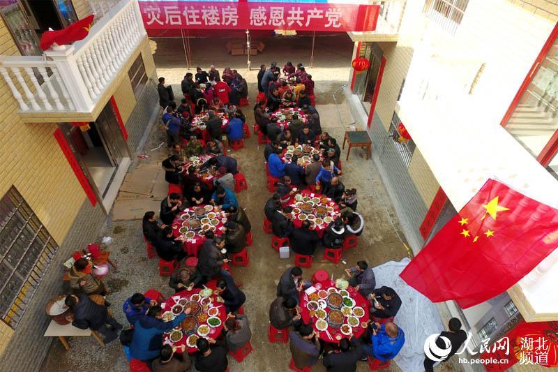 湖北宜昌:受灾村民住新房 欢乐祥和过新年图片