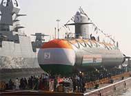 鲉鱼级停靠在印最强军舰旁