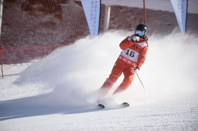 高山滑雪巡回赛第四站揭幕 业余高手齐聚崇礼