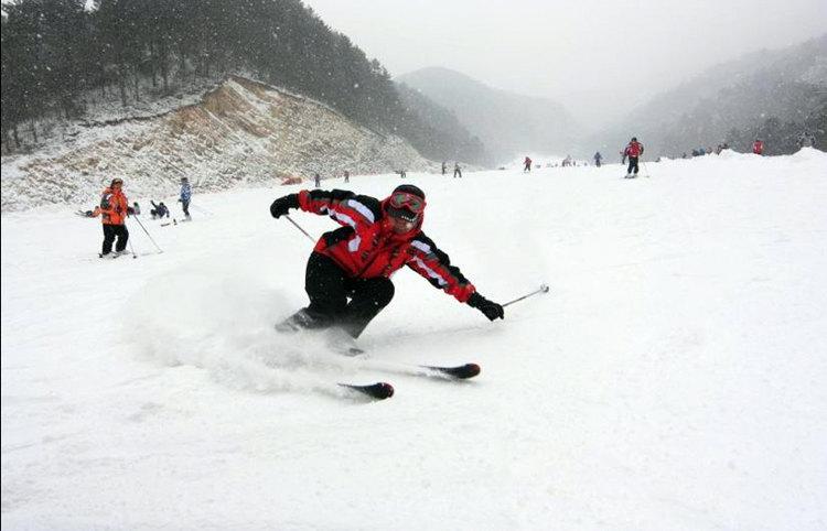 记者调查:滑雪热背后的安全与发展难题