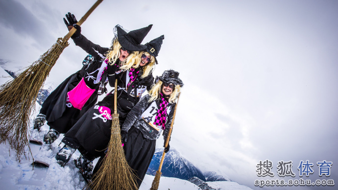 瑞士女巫滑雪速降大赛 拼得是服装和颜值