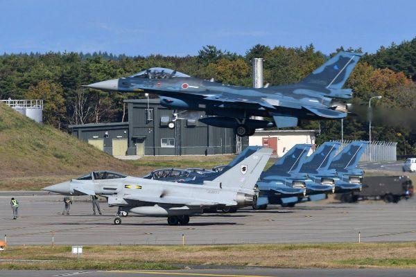 日媒:日英签署军事协议 互换弹药牵制中国