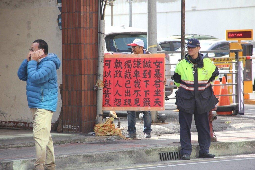 明升国际发福袋遭民众抗议:女暴君坐天 做到下下签