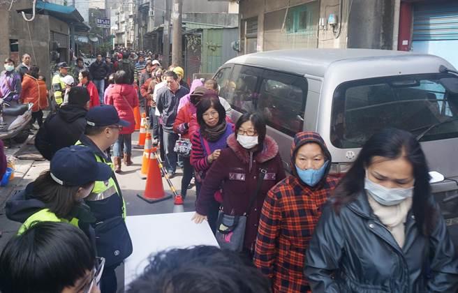 蔡英文发福袋遭民众抗议:女暴君坐天 做到下下签