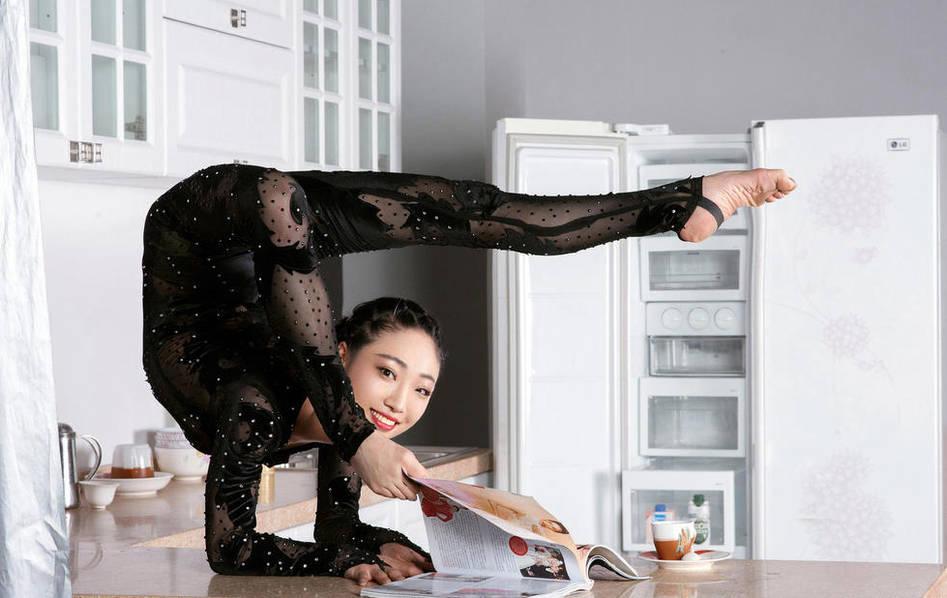[网摘] 柔术女王演绎柔美艺术 - 十月大哥 - 十月大哥的博客