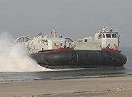 南海舰队演练曝光新型登陆艇